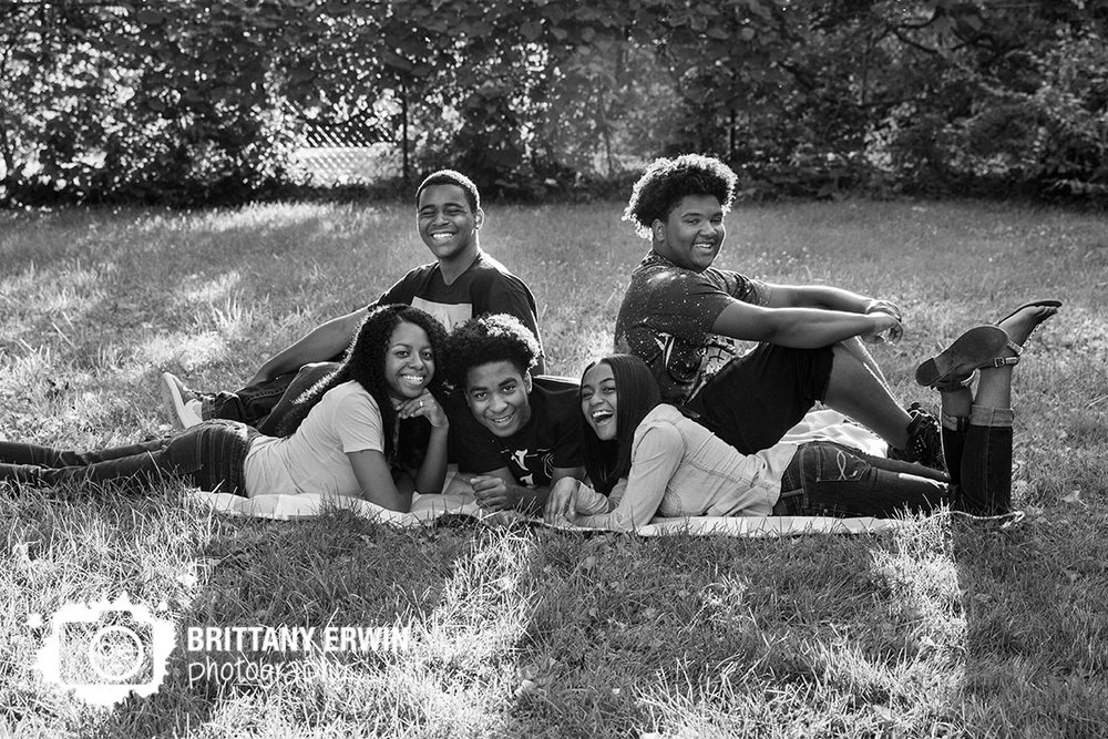 Indianapolis-outdoor-photographer-family-portrait-teenagers-group.jpg