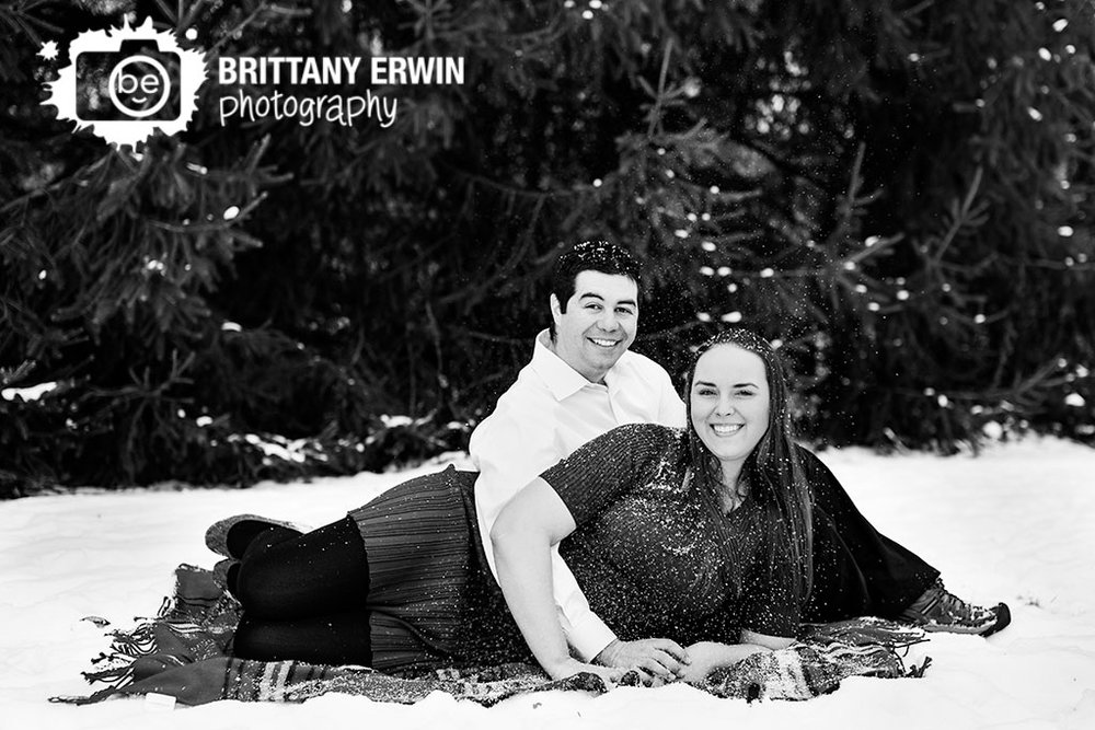 Indianapolis-outdoor-snow-winter-engagement-portrait-photographer-couple-covered-in-snowflakes-fun.jpg