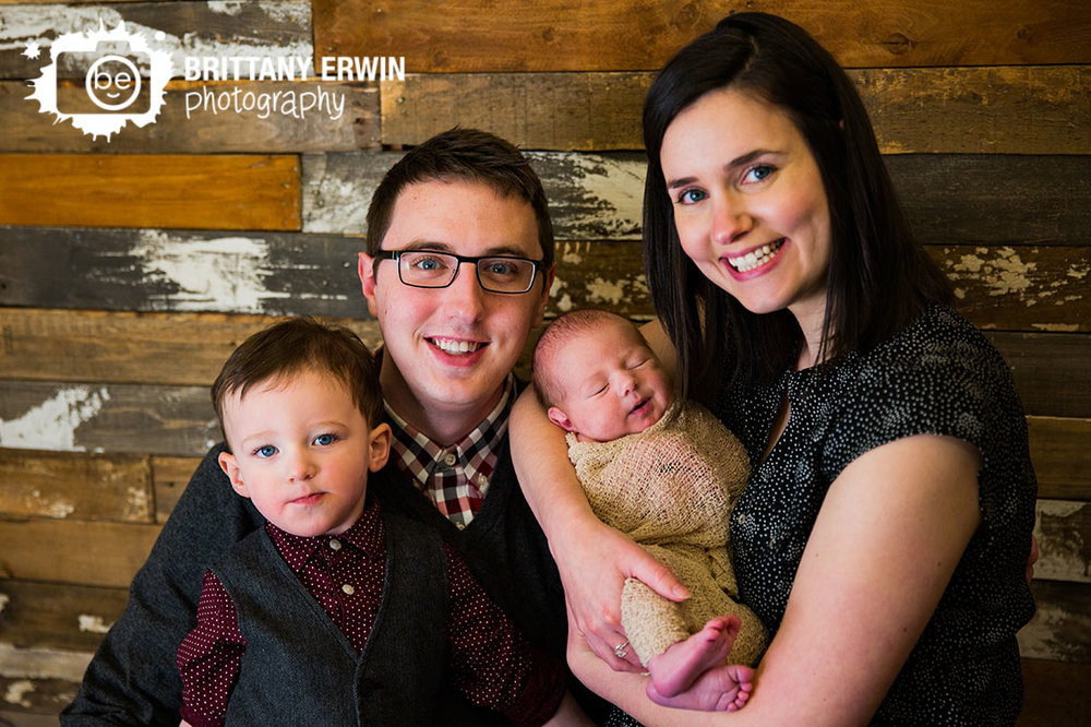 Indianapolis-newborn-family-portrait-photographer-big-brother-little-brother-group.jpg