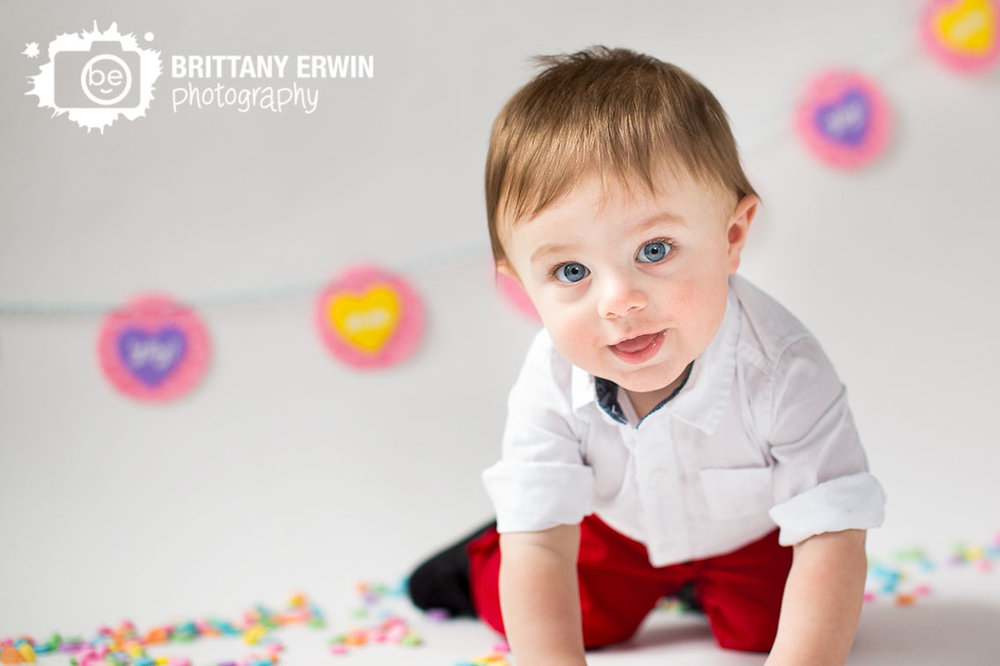 Indianapolis-valentines-day-mini-session-conversation-heart-sweetheart-candy-photographer.jpg