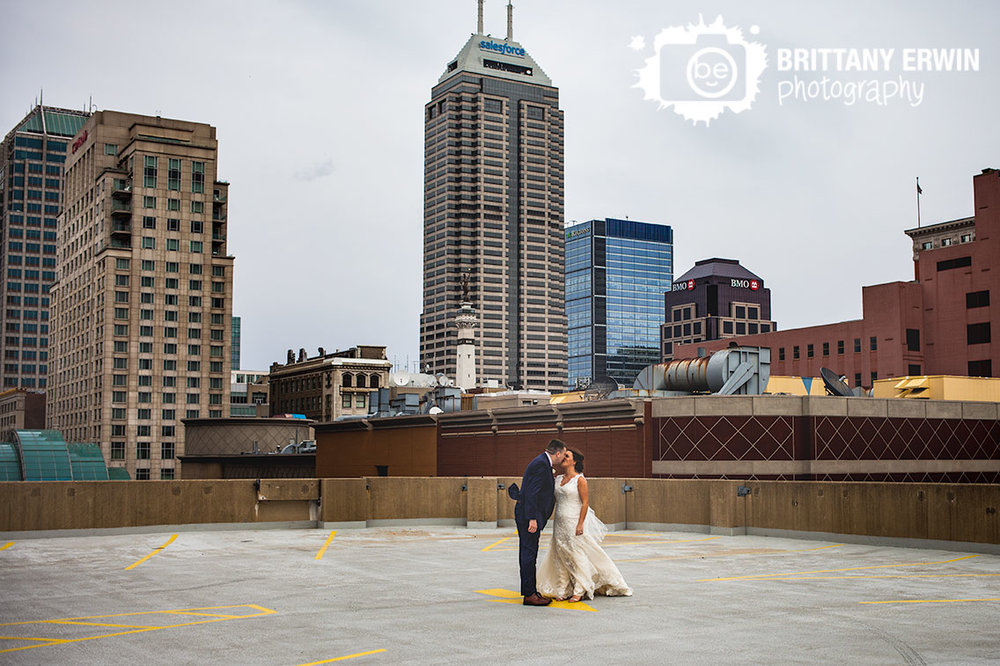 Indianapolis-downtown-wedding-photographer-rooftop-parking-garage-skyline-bride-groom-kiss.jpg