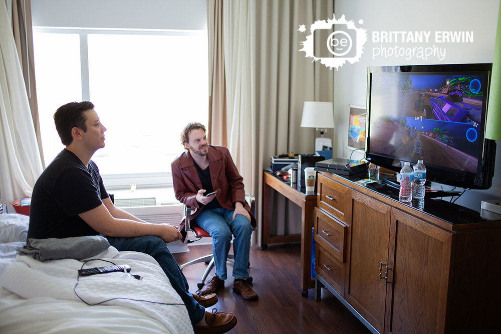 Columbus-Indiana-groom-groomsmen-playing-games-wedding-morning-photographer.jpg