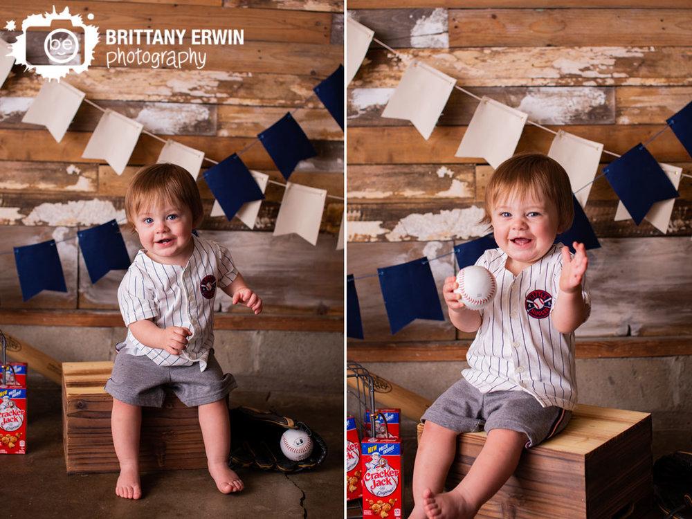 Indianapolis-first-birthday-portrait-studio-photographer-baseball-boy.jpg