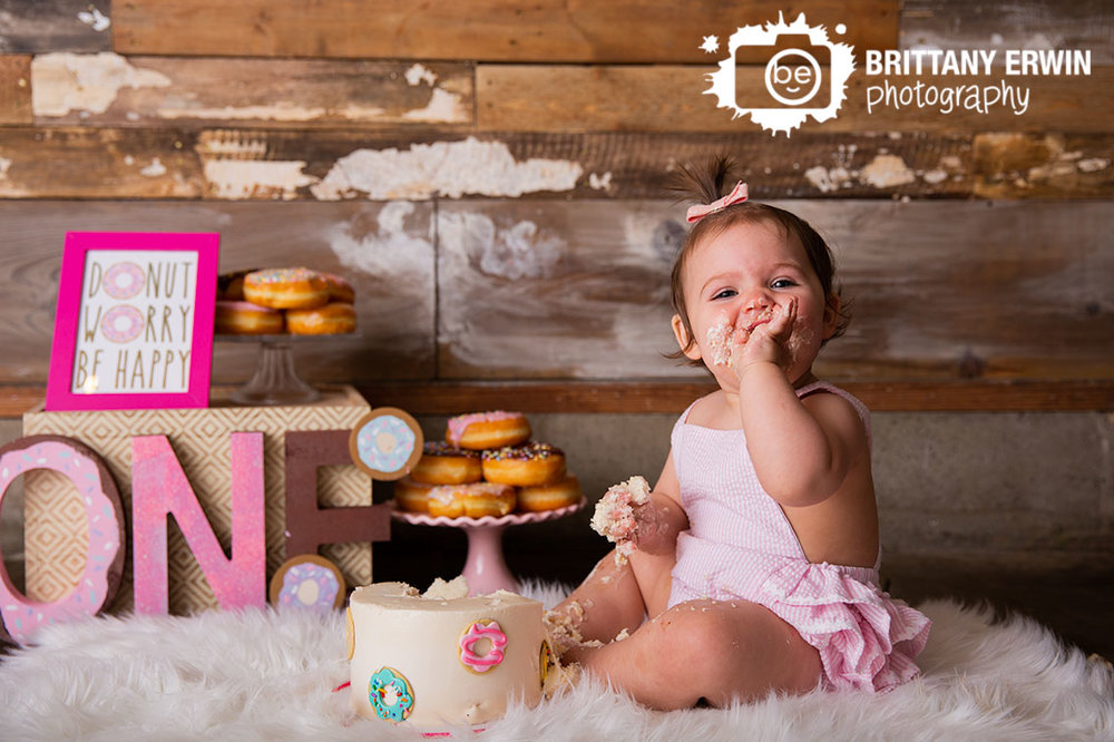 Donut-worry-be-happy-sign-donuts-cake-smash-first-birthday-girl.jpg
