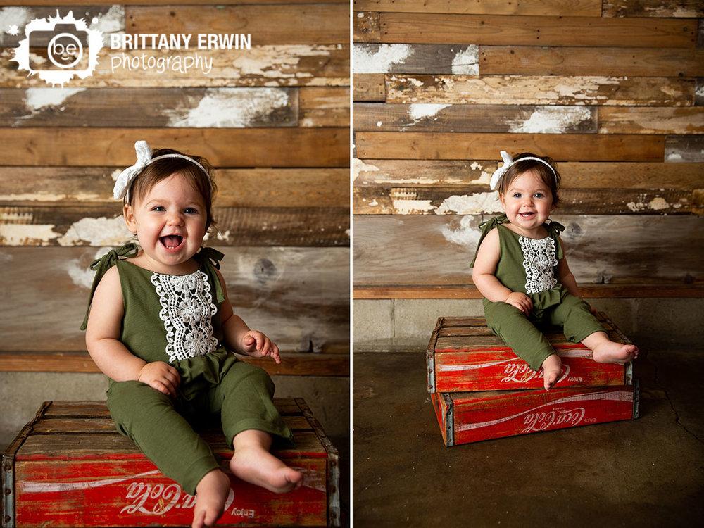 vintage-coca-cola-case-box-happy-girl.jpg