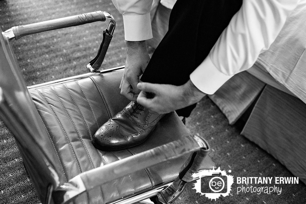 Indianapolis-wedding-photographer-groom-getting-ready-shoes.jpg