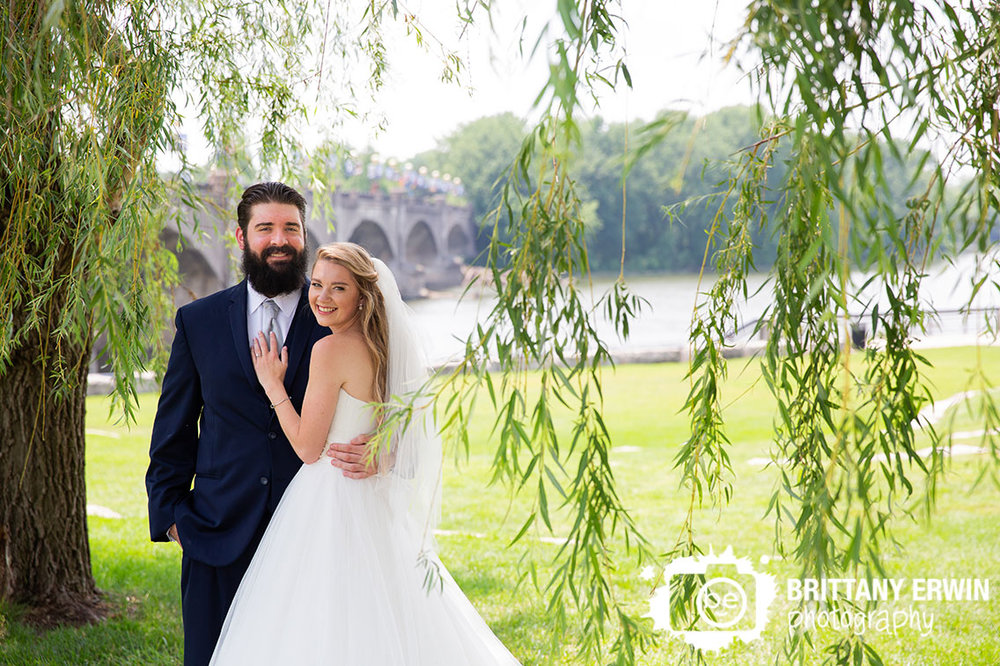 White-river-state-park-weeping-willow-trees-couple-portrait.jpg
