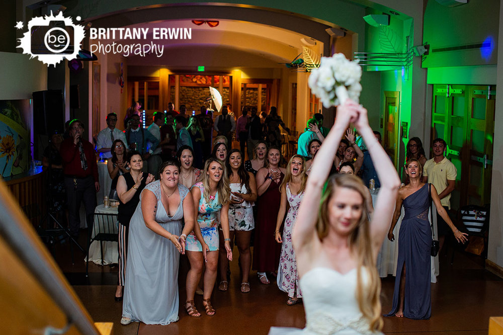 Indianapolis-zoo-reception-photographer-bouquet-toss-crowd.jpg