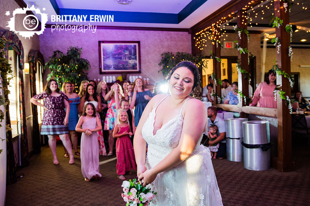 Bouquet-toss-wedding-photographer-heartland-crossing-golf-links.jpg
