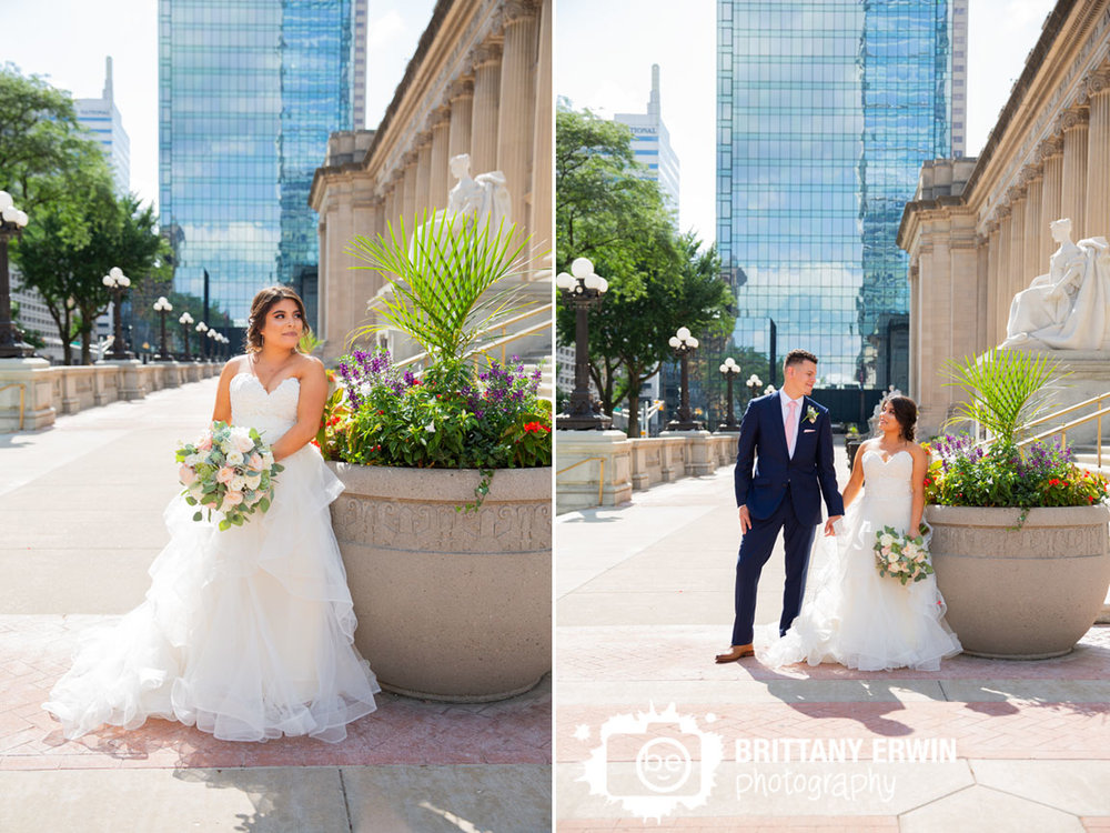 Downtown-Indianapolis-skyline-portrait-photographer-pink-rose-bouquet-couple.jpg