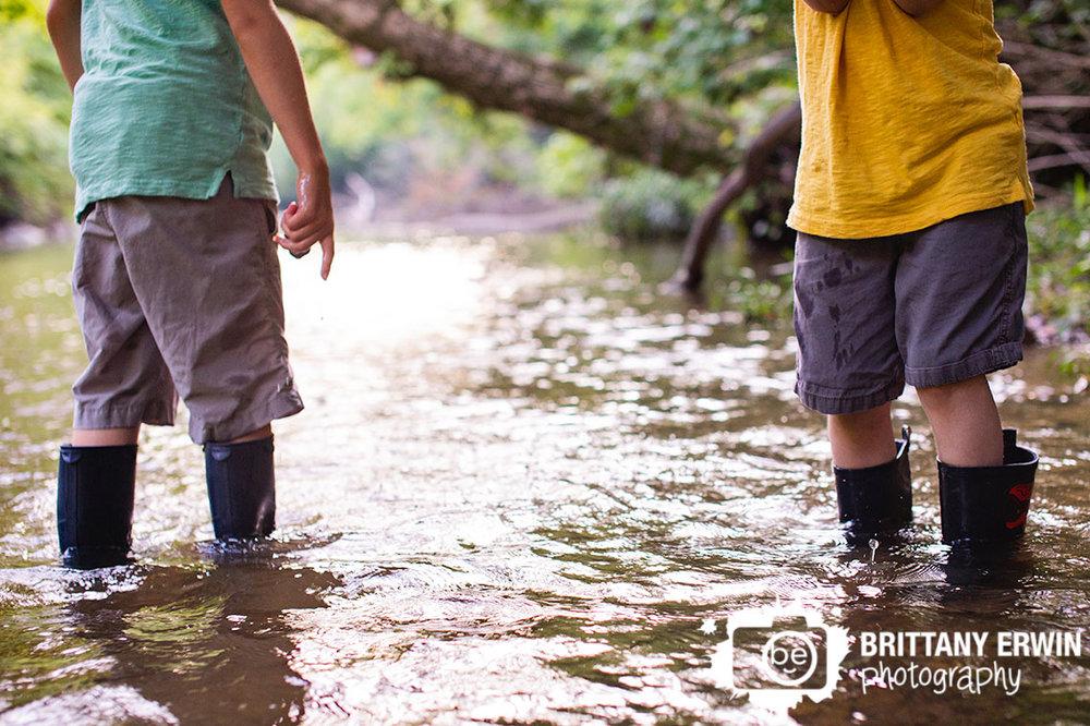 Indianapolis-creek-stomping-portrait-photographer-zionsville-nature-park.jpg