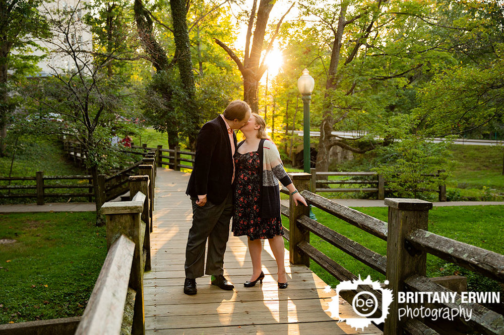 Bloomington-Indiana-University-wood-foot-bridge-couple-kiss-at-sunset.jpg