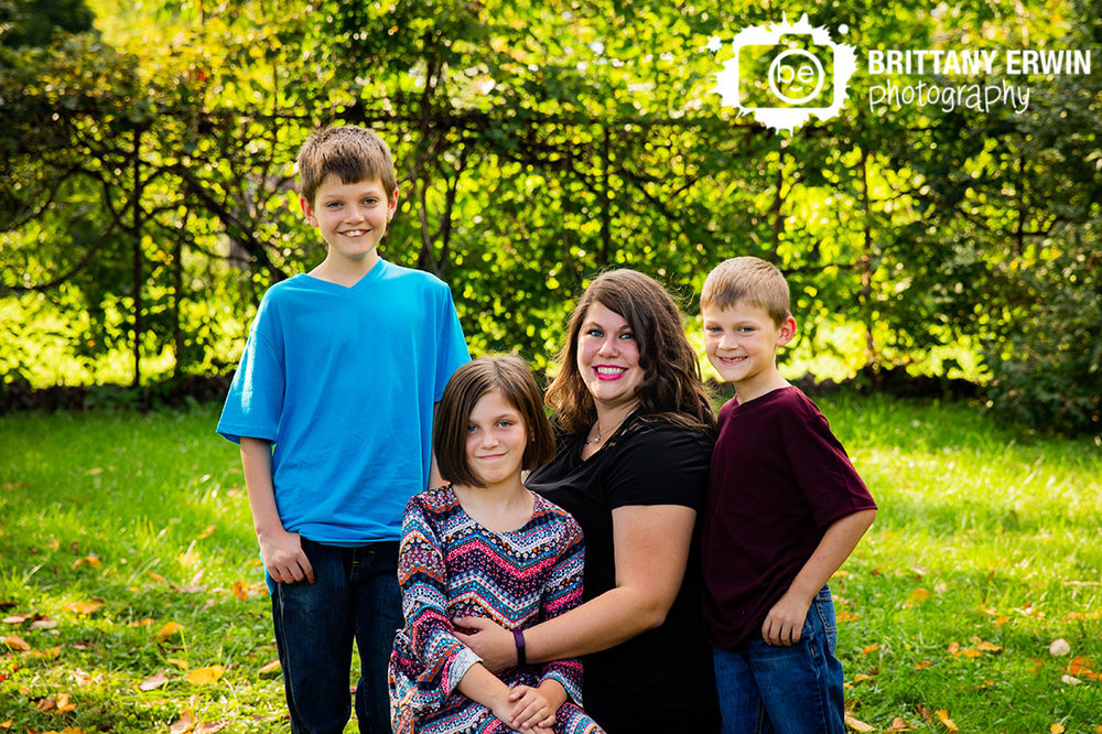 Indianapolis-fall-family-portrait-photographer-brothers-sister-with-mom.jpg
