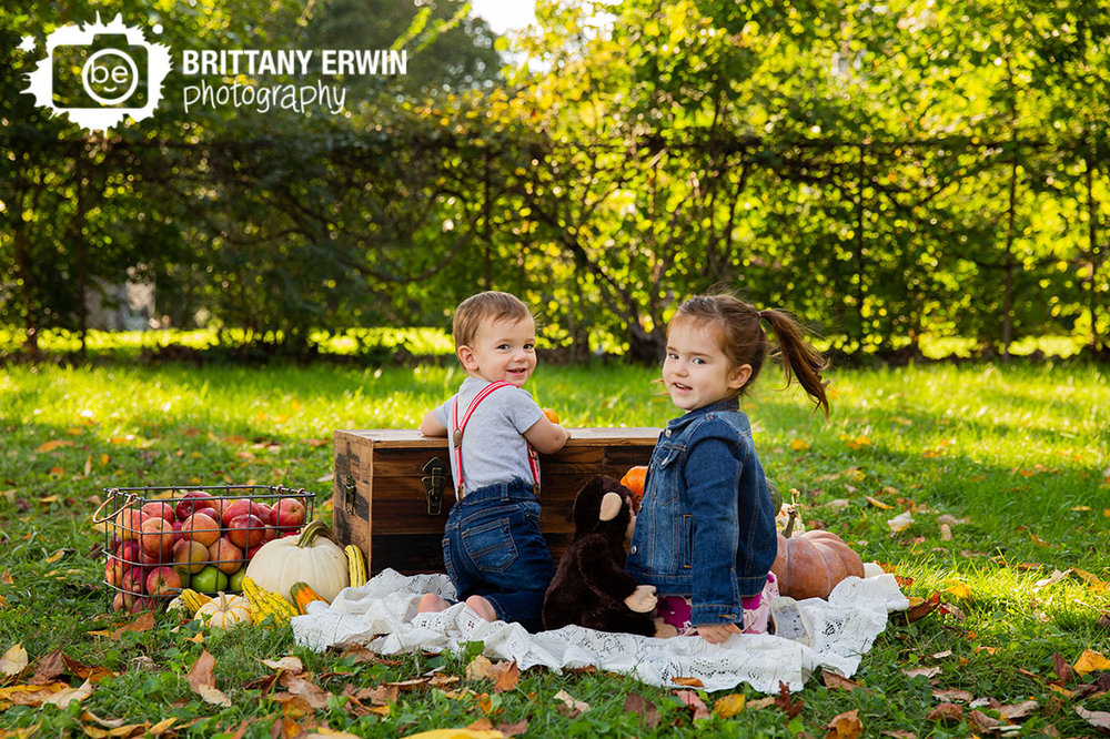 Indianapolis-fall-portrait-photographer-brother-sister-playing-outside-apple-basket.jpg
