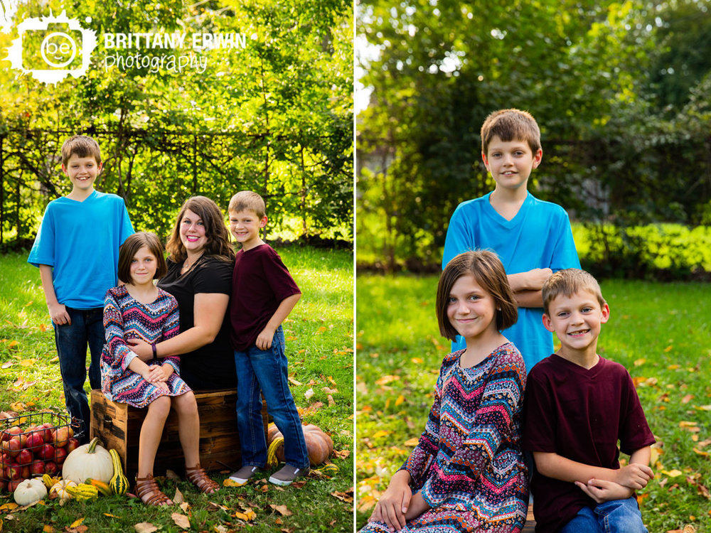 Indianapolis-fall-mini-session-photographer-family-portrait-group.jpg