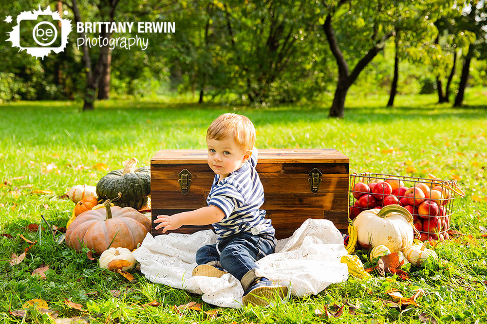 Indianapolis-fall-portrait-mini-session-photographer-pumpkin-chest-outside.jpg