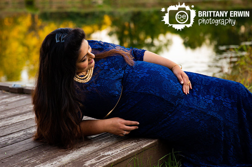Camby-Indiana-pond-side-maternity-portrait-photographer-fall-leaves-reflection.jpg