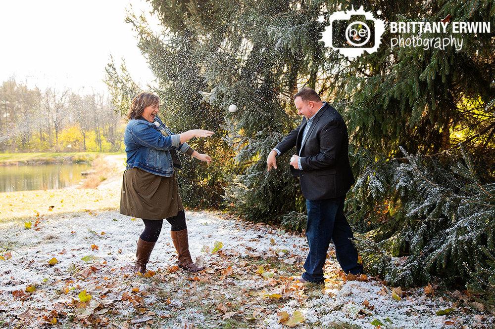 Indianapolis-snow-mini-session-photographer-couple-snowball-fight-outside-winter-fun.jpg