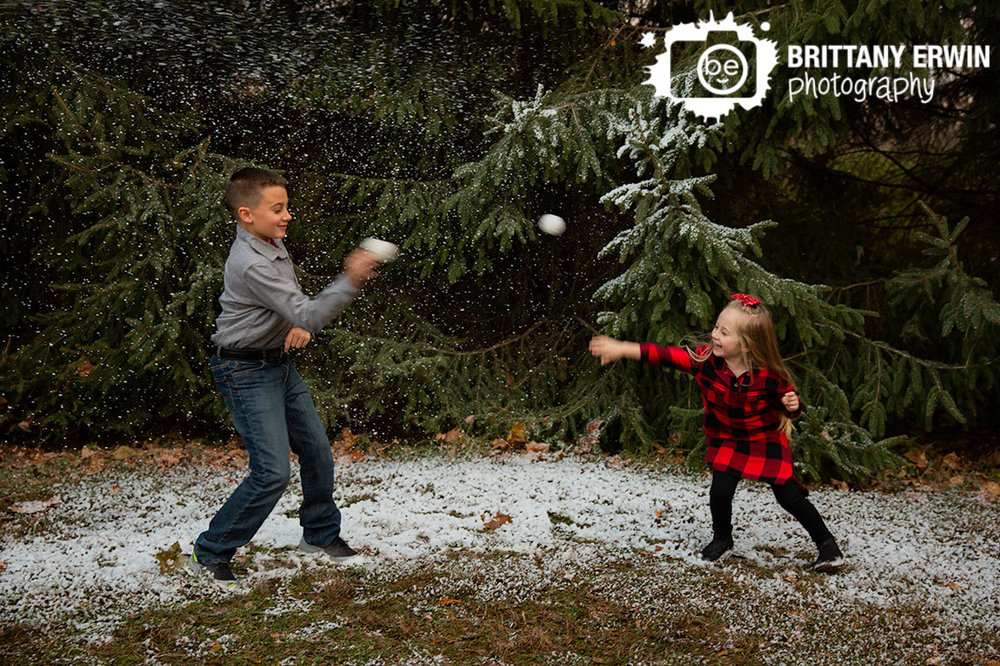 Indianapolis-snow-mini-session-photographer-brother-sister-throw-snowballs.jpg