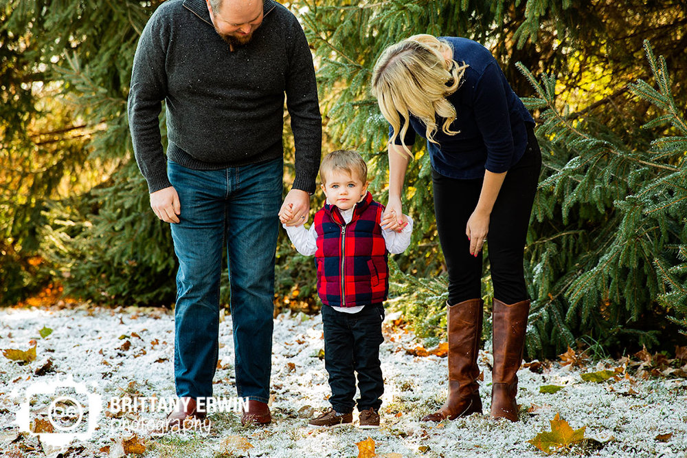 Indianapolis-portrait-photographer-boy-holding-hands-with-mom-dad-snow.jpg