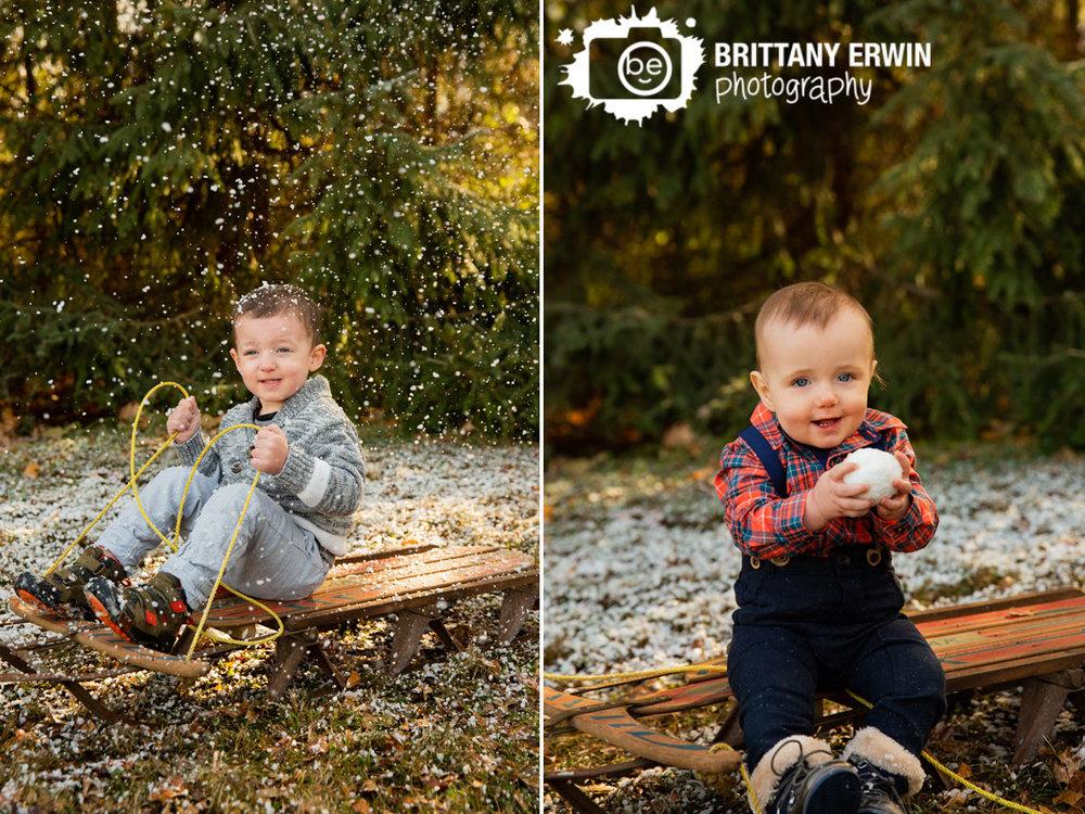 Indianapolis-snow-mini-session-boys-on-sled-snowing-fun-portraits.jpg