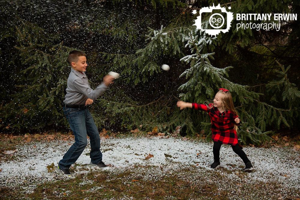 Indianapolis-snow-mini-session-photographer-brother-sister-throw-snowballs.jpg