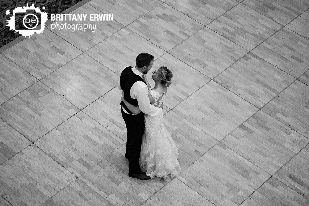Indianapolis-wedding-reception-photographer-bride-groom-first-dance.jpg