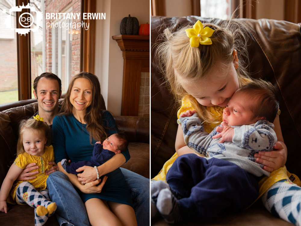 Indianapolis-family-newborn-portrait-photographer-group-on-couch-in-home.jpg