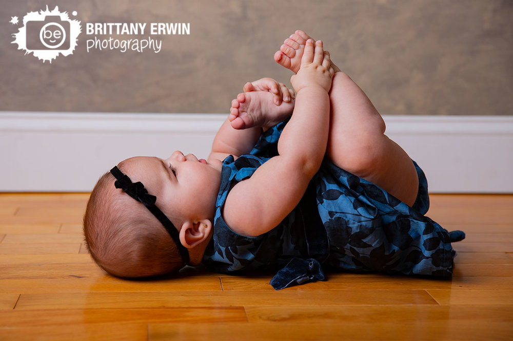 Indianapolis-studio-portrait-photographer-baby-girl-playing-with-feet.jpg