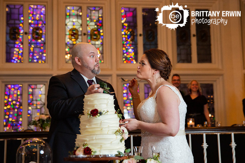 Downtown-Indianapolis-monument-circle-cake-cutting-reaction-couple-classic-cakes.jpg