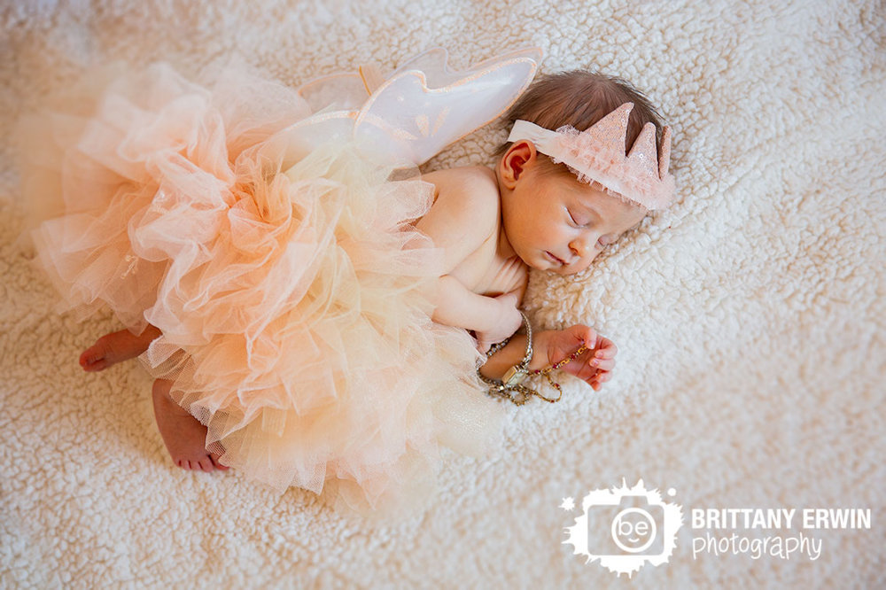 Indianapolis-in-home-lifestyle-portrait-photographer-baby-girl-newborn.jpg