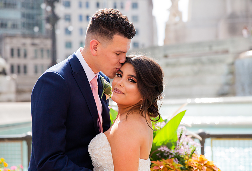 Downtown Indianapolis wedding photographer couple monument circle temple kiss.jpg