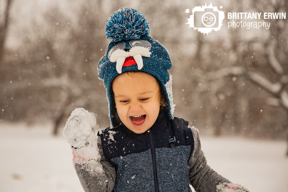 snow-day-toddler-playing-outside-winter-Indianapolis-photographer.jpg