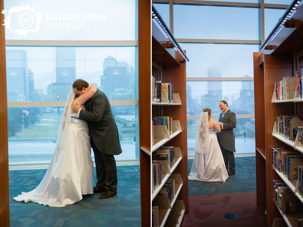 Indianapolis-skyline-central-library-first-look-couple-on-top-floor.jpg