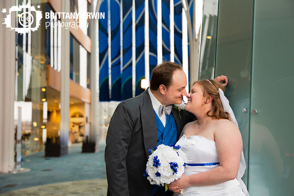 Indianapolis-wedding-photographer-couple-in-the-central-public-library-kiss.jpg