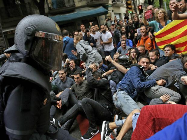catalonia-crowd.jpg