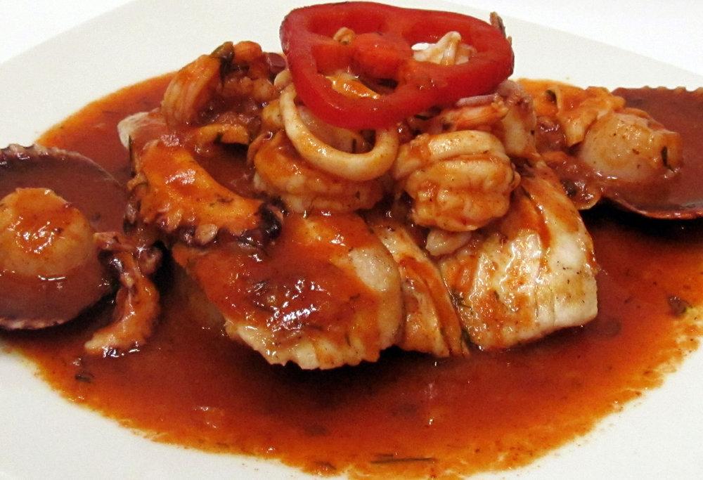 PESCADOS Y MARISCOS 1   Disfrutaras algunos de los sabores más emblemáticos de una amplia cocina costera.    VER PRODUCTO