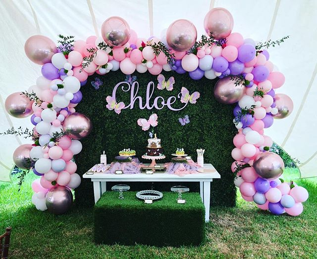 @theballooncollective at it again with this super sweet cake table. #cake #1stbirthday #adorbs #balloonsatx #pink #balloondecor #pink