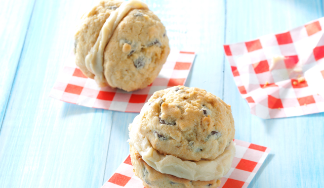 caramel_chocolate_chip_sandwich_cookies.jpg