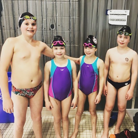 Pugh Family relay tearing it up at the Duncan Spring invitational 🏊♂️🏊♀️🏊♀️🏊♂️ @duncanstingrays #relay #freestyle #familyrelay #thefamilyswim #teamworkmakesthedreamwork #tyeeaquaticclub #vancouverisland #afamilythatswimstogether