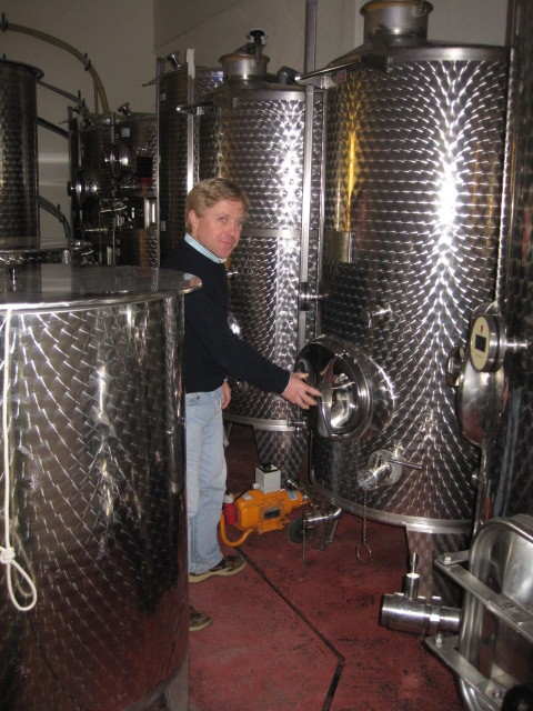 COURT GARDEN Winery with Hugo.JPG