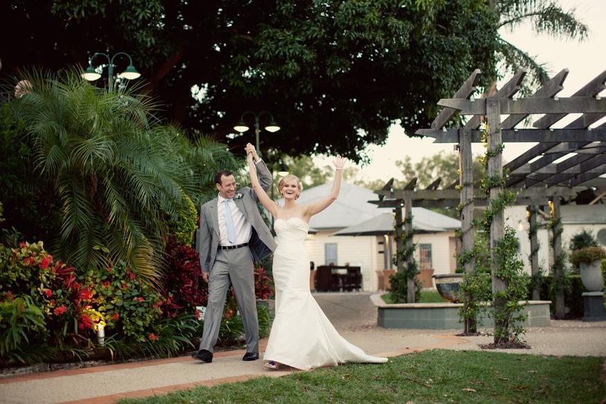Brisbane Wedding Phoographer I-hillstone-st-lucia-golf-club-wedding01