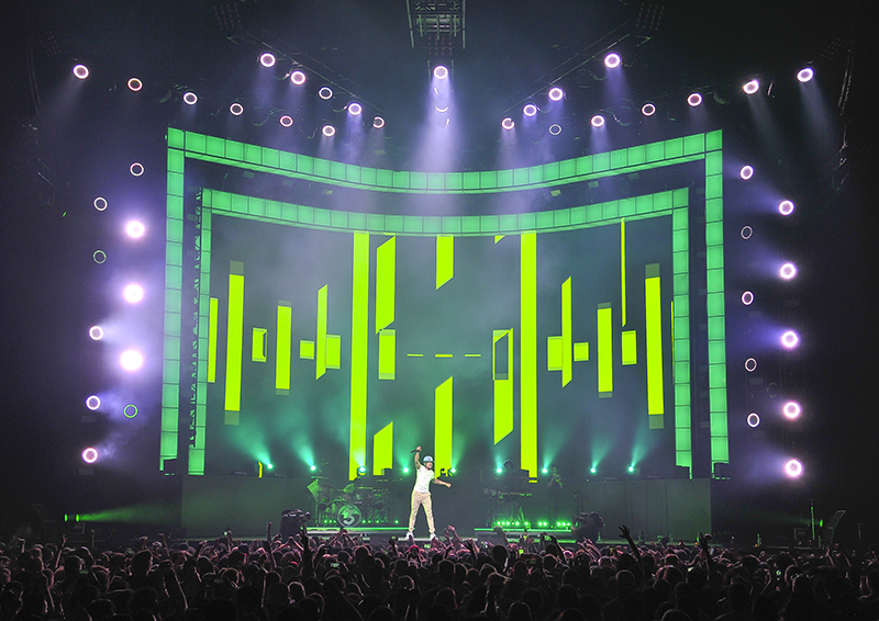 Robe%201200%20wash%20fixtures%20gave%20the%20designer%20effects%20to%20augment%20his%20show.jpg