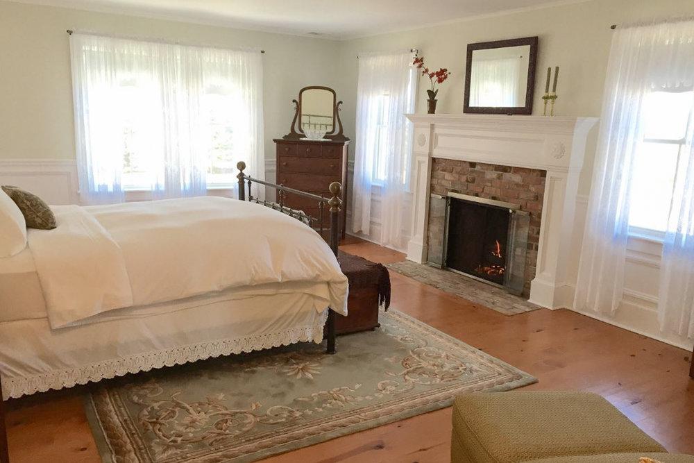 Suite Room 1.jpg