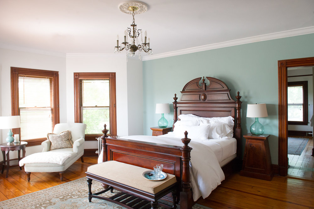 Fordham House Superior Queen Room.jpg