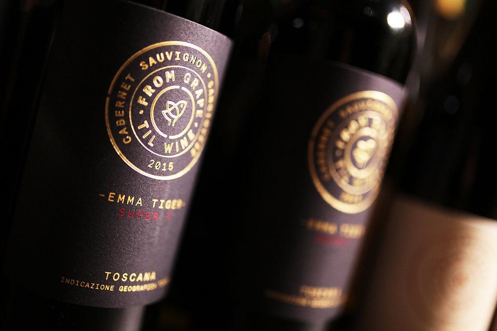 5. Emma Tiger Super T, Cabernet Sauvignon 2015, den Til Schweiger zusammen mit Winzer Andrea Lonardi in der Toskana kreiert hat ©Nina Stiller.jpg