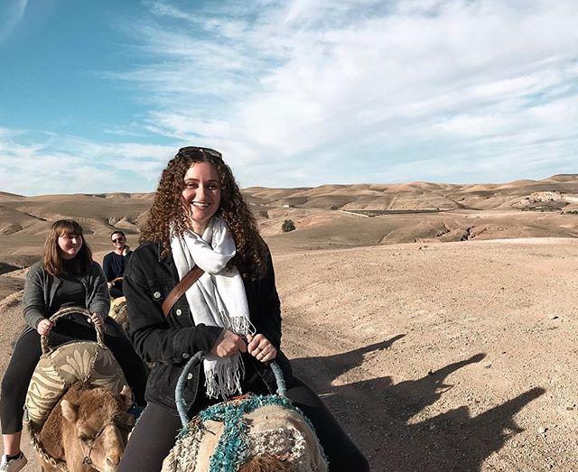An amazing experience in the Agafay desert🌄 . . #discovermarrakech #visitmarrakech #marrakech #agafaydesert #atlasmountains #camel #camelriding