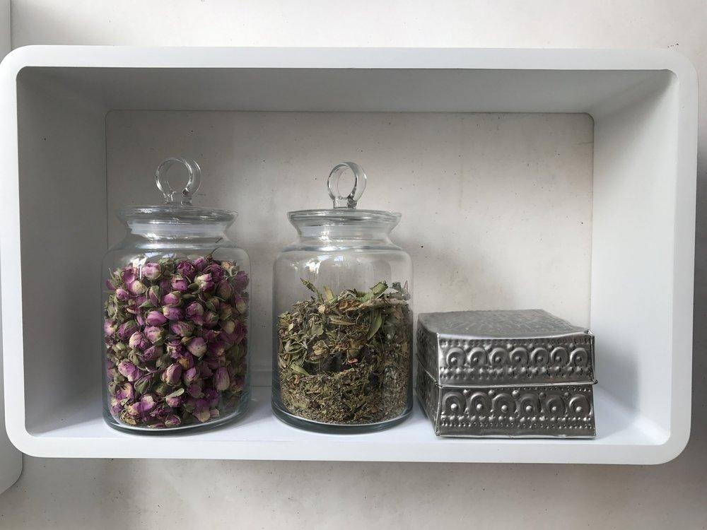 Roses séchées et thé berbère (mélanges de plantes traditionnelles)