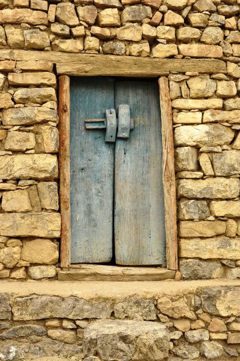 Traditional door in Taferdouste
