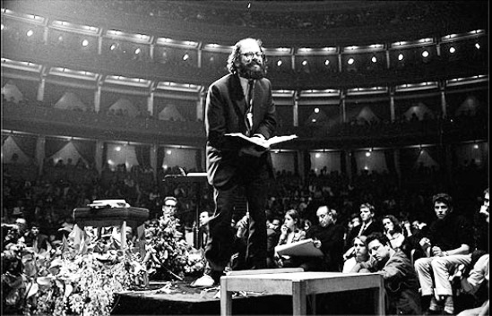 allen-ginsberg-poetry-reading-in-london-1965